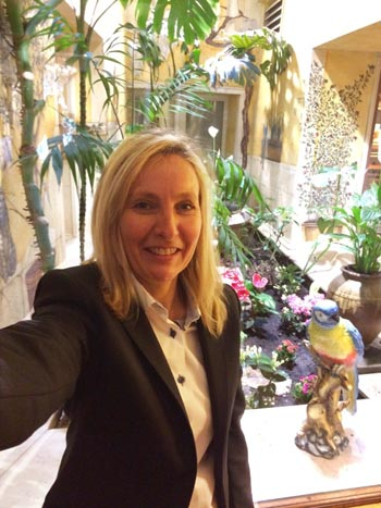 Fanny – Hotel Manager